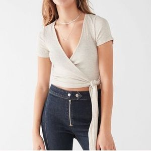 UO Project Social T Bailee Cropped Wrap Tee Size L